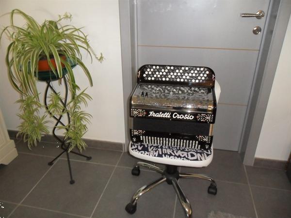 Grote foto te koop vershillende accordeons wegens stop zetten met hobby muziek en instrumenten accordeons