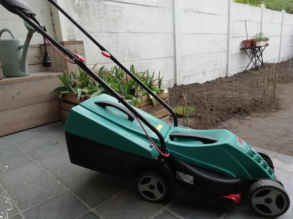Grote foto bosch elektrische grasmaaier tuin en terras elektrische maaiers