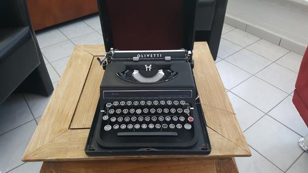 Grote foto antieke typmachine olivetti antiek en kunst overige in antiek gebruiksvoorwerpen
