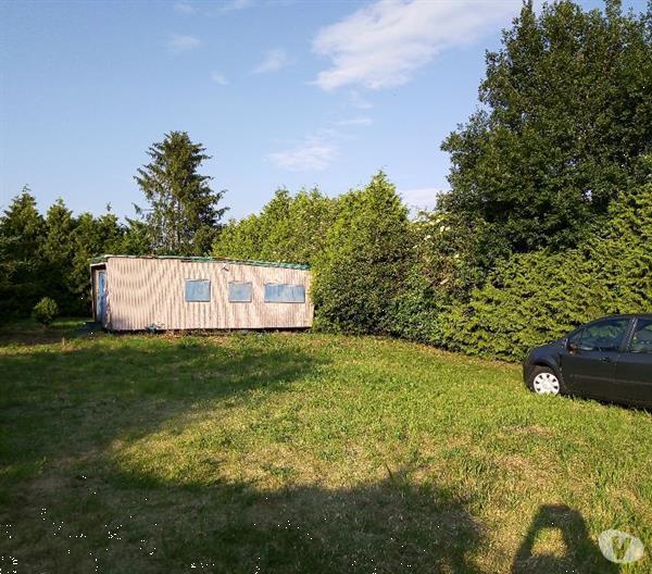Grote foto een landbouwe grond met residentiele caravaan caravans en kamperen caravan