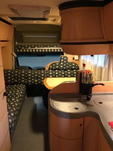 Grote foto laika kreos 3004 caravans en kamperen campers