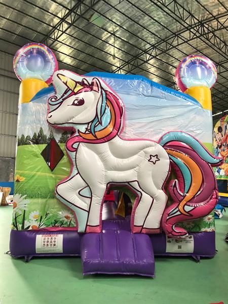 Grote foto springkasteel unicorn mcj attractions diensten en vakmensen springkussens