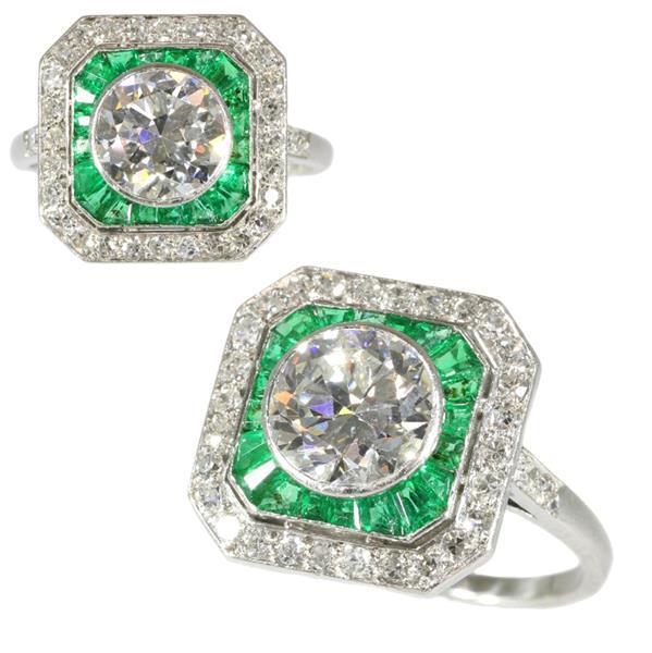 Grote foto vintage verlovingsring met sublieme smaragd. sieraden tassen en uiterlijk juwelen voor haar
