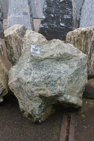 Grote foto ruwe natuursteen verdemal tuin en terras sierstenen en rotsen