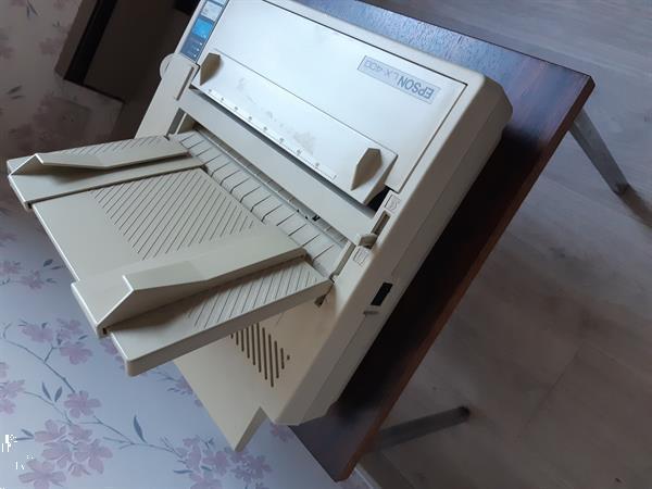 Grote foto retro computer commodore met klavier en printer computers en software commodore