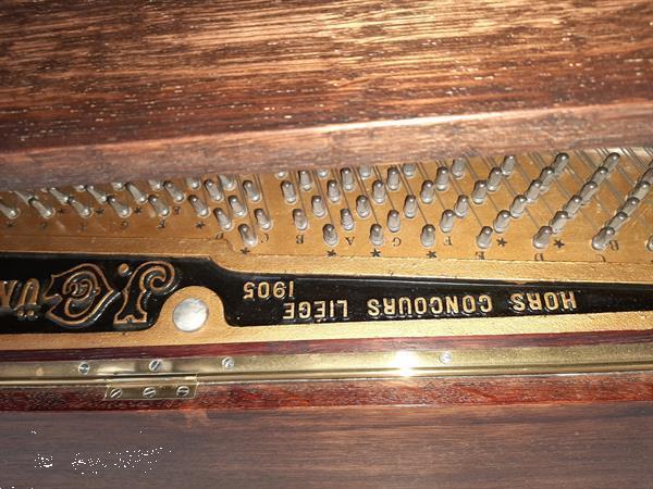 Grote foto buffet piano muziek en instrumenten piano en vleugels