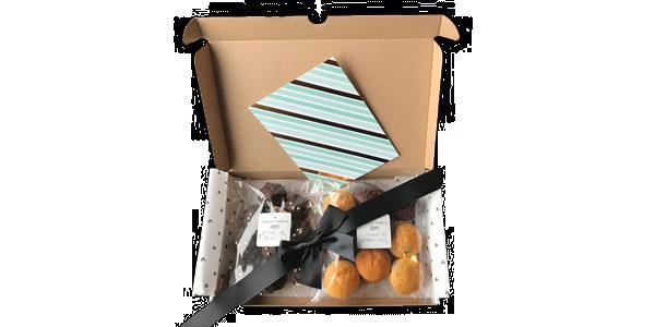Grote foto wie verras jij met een brievenbus giftbox diversen levensmiddelen