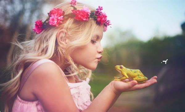 Grote foto bloemenkrans haarband roosjes fel roze kleding dames verkleedkleding