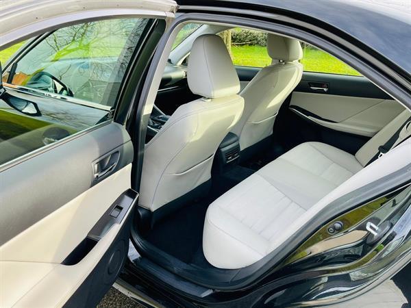 Grote foto lexus is 300h business auto lexus