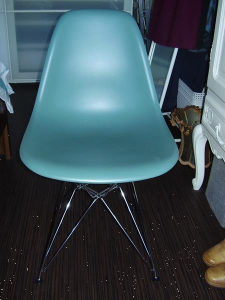 Grote foto karl eames vitra stoel jaren 60 blauw antiek en kunst stoelen en banken