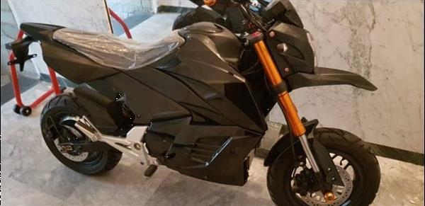 Grote foto sportieve elektrische scooter fietsen en brommers scooters