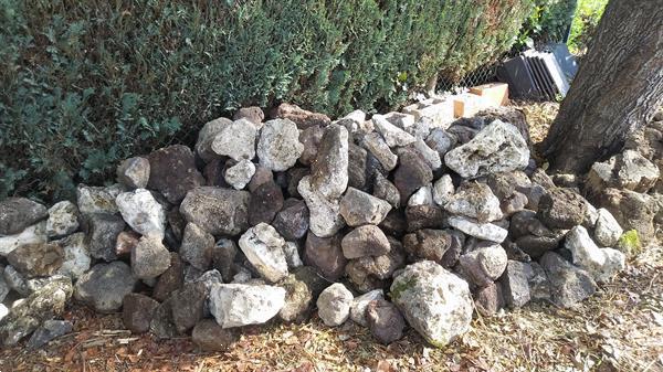 Grote foto rots en vijverstenen tuin en terras sierstenen en rotsen