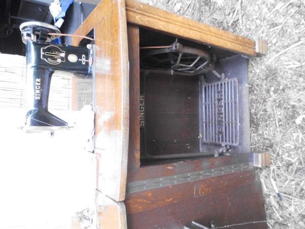 Grote foto vintage trapnaaimachine antiek en kunst naaimachines