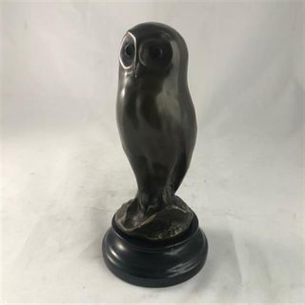 Grote foto bronzen beeld van een jonge uil dierenbeeld antiek en kunst beelden houtsnijwerken