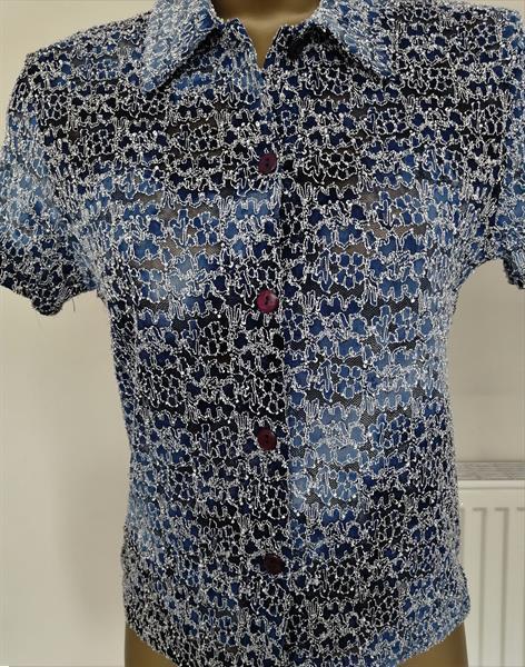 Grote foto doorzichtige blouse in blauwe schakeringen s m kleding dames blouses