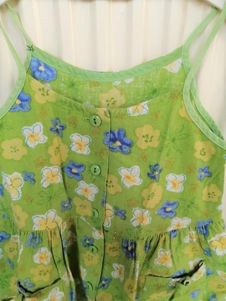 Grote foto olijfgroen jurkje met bloemen en strikjes 104 kinderen en baby maat 104