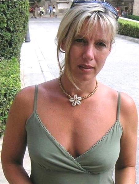 Grote foto sympathiek en betrouwbaar contacten en berichten vrouw zoekt man