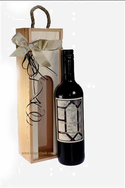 Grote foto wijngeschenk geslaagd met naam diversen cadeautjes en bonnen